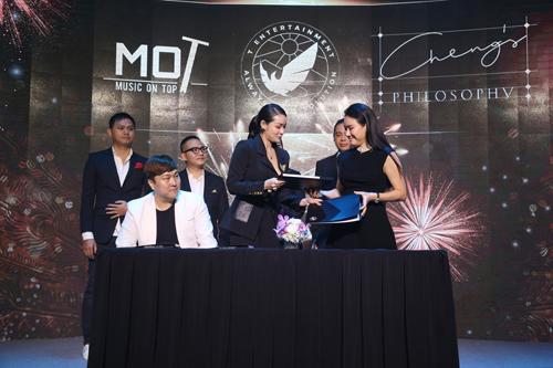 Dự kiến, trong tháng 6 này, doanh nhân Cheng Bảo Phương và T Entertainment sẽ kết hợp trình làng dự án format show giải trí đầu tiên, hứa hẹn mang lại sự đột phá, sáng tạo và những điều mới cho thị trường giải trí Việt.