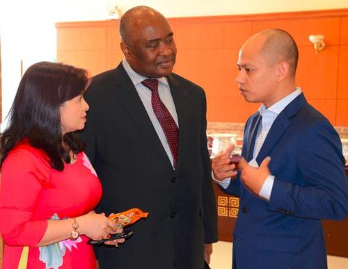 Uniben lần đầu tiên đạt giải Doanh nghiệp trách nhiệm châu Á - 1