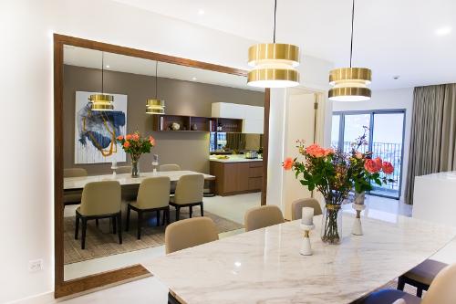 Các căn hộ Kosmo Tây Hồ được thiết kế thông minh đảm bảo các phòng đều đón nắng tự nhiên. Thông tin liên hệ: Hệ thống Mentor, Connector nghemoigioi.vn; hotline: 0901 839 666; website: https://nghemoigioi.vn/portfolio/kosmo-tay-ho/