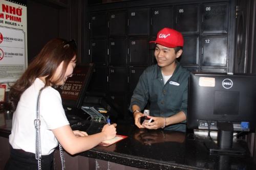 CGV luôn đem đến nụ cười cho khách hàng trong phục vụ.