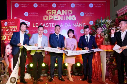 Lễ khai trương cửa hàng Le Castella Đà Nẵng còn có sự tham dự của Bam giám đốc cùng các thành viên trong công ty.