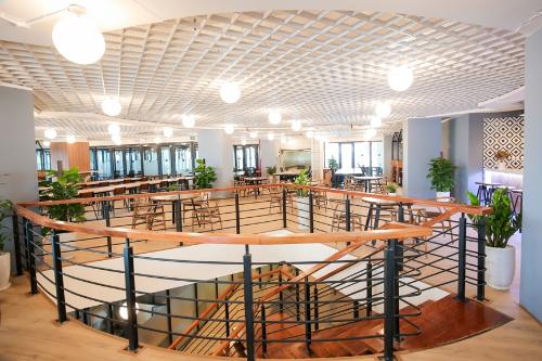 Không gian cởi mở, hiện đại, kết nối các thành viên.