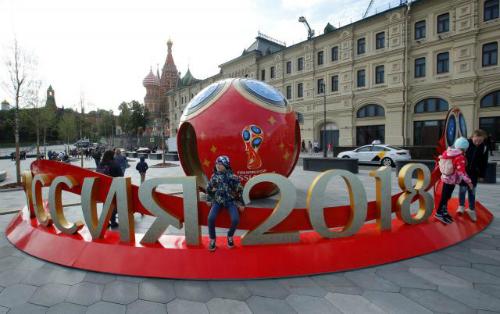 Mộc góc trang trí chào mừng FIFA World Cup 2018 tại trung tâm Moskva (Nga). Ảnh: Reuters