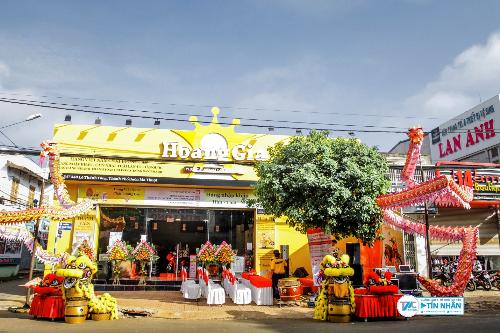 Siêu thị Hoàng Gia Mart tại 347 - 349, Lê Thánh Tông, phường Tân Lợi, thành phố Buôn Mê Thuột, Đắk Lắk.