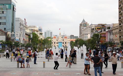 Phố đi bộ Nguyễn Huệ, quận 1, TP HCM. Ảnh: Duy Trần