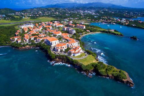 Grenada là quốc đảo có khí hậu nhiệt đới, ôn hòa.