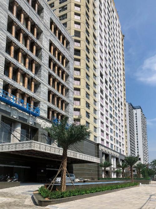 Kiến trúc tân cổ điển của tòa nhà đã hiện diện trên bán đảo Quảng An.