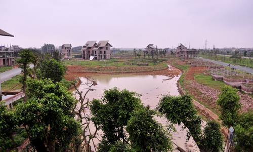 Dự án Ngôi nhà mới vẫn còn nhiều hạng mục dang dở và rất ít người đến ở. Ảnh: Tập đoàn Lã Vọng