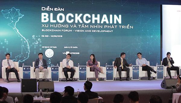 Các diễn giả đến từ nhiều cơ quan quản lý trongphiên thảo luận xoay quanh câu hỏi: Việt Nam cần làm gì để phát triển Blockchain.