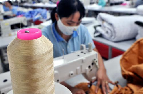 Sản xuất tại một doanh nghiệp thuộc Tập đoàn Dệt may Việt Nam (Vinatex).Ảnh: P.V