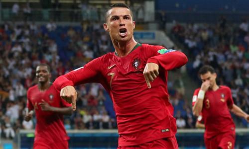 Ronaldo ăn mừng sau khi lập hat-trick vào lưới Tây Ban Nha. Ảnh: BBC