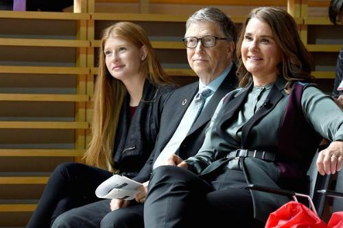 Gia đình Bill Gates đi xem thể thao năm 2017. Ảnh: CNBC