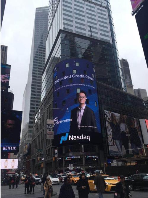 Tờ poster lớn của DCC xuất hiện trên màn hình tòa Nasdaq, quảng trường Thời Đại Mỹ - nơi được mệnh danh là màn hình số một thế giới