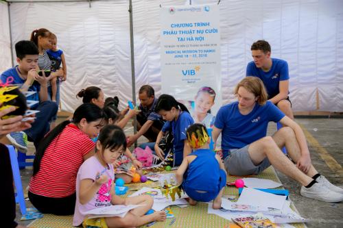 VIB tiếp tục đồng hành cùng Operation Smile thay đổi cuộc đời của các trẻ em dị tật.