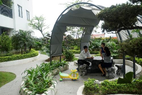 Vườn cafe trên cao là nơi thư giãn cho cư dân.