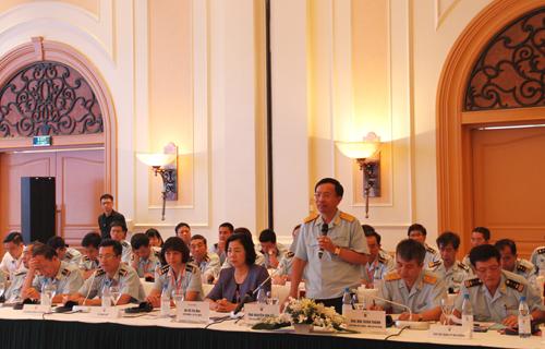 Lãnh đạo ngành hải quan lắng nghe ý kiến của doanh nghiệp tại buổi tọa đàm.