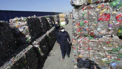 Trung Quốc là quốc gia nhập khẩu phế liệu lớn nhất thế giới. Ảnh: Reuters.