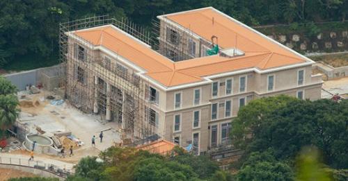 Căn biệt thự13 Big Wave Bay Road của Pony Ma đang được nâng cấp. Ảnh: SCMP