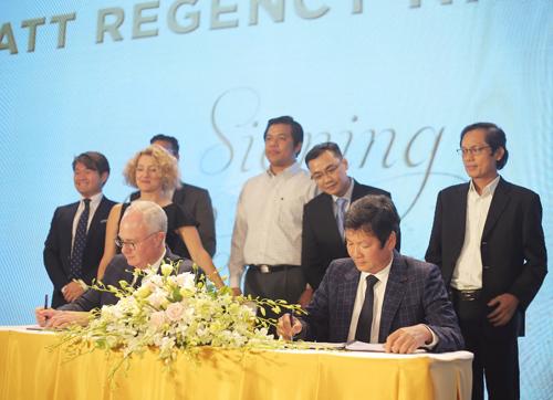 Lãnh đạo hai tập đoàn ký thỏa thuận hợp tác tại dự ánA&B Central Square Nha Trang.