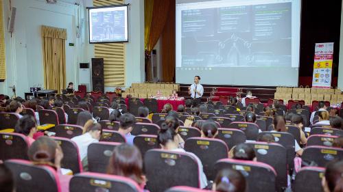 Anh Nguyễn Thành Hưng, đại diện Acecook Việt Nam chia sẻ về bộ kỹ năng 5C vô cùng thực tế cho sinh viên khi bước chân vào môi trường làm việc.