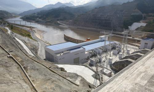Cửa xả đập thủy điện Lai Châu. Ảnh: P.V