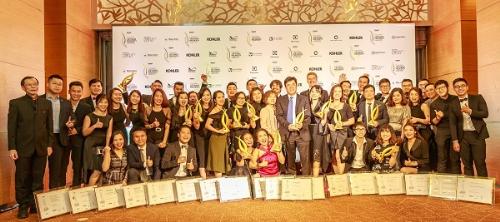 Tập thể CapitaLand Việt Nam ăn mừng chiến thắng với 18 giải thưởng tại lễ trao giải Vietnam Property Awards 2018.