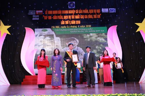 Công ty bảo hiểm nhân thọ Cathay Việt Nam nhận giải thưởng Top 100 sản phẩm tốt nhất cho gia đình, trẻ em 2018 với sản phẩmThịnh trí an tâm thành tài.