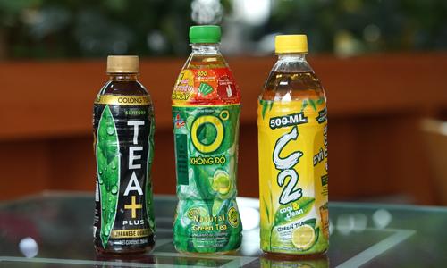 TEA+, Trà xanh Không Độ và C2 là ba thương hiệu đại diện cho Suntory, Tân Hiệp Phát và URC trên thị trường trà đóng chai - quy mô ước tính gần 1,7 tỷ USD. Ảnh: Anh Tú