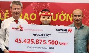 Bà nội trợ mua Vietlott trúng hơn 45 tỷ trong lúc dạo phố