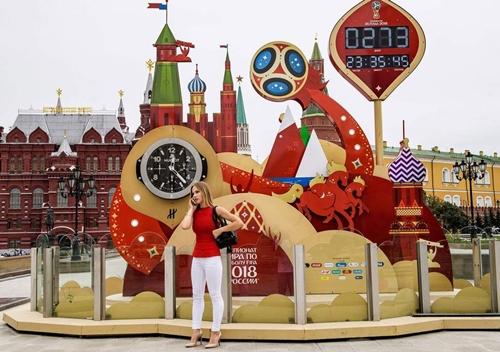Đồng hồ đếm ngược đến World Cup tại Moskva (Nga). Ảnh: AFP