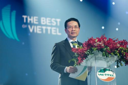 Chủ tịch kiêm Tổng giám đốc Tập đoàn Viettel, Thiếu tướngNguyễn Mạnh Hùng phát biểu tại sự kiện.