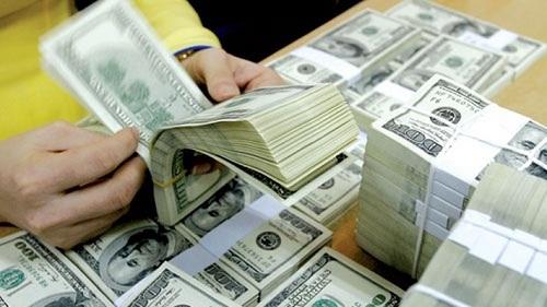 Giá thu đổi ngoại tệ trong hệ thống các ngân hàng vượt mức 23.000 đồng một USD.