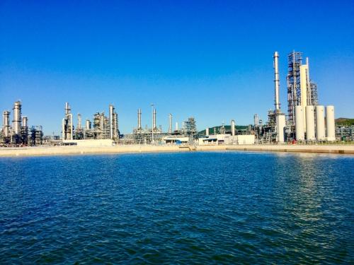 Dự kiến Nhà máy lọc dầu Nghi Sơn sẽ vận hành thương mại từ tháng 8 hoặc 9 năm nay. Ảnh: L.H