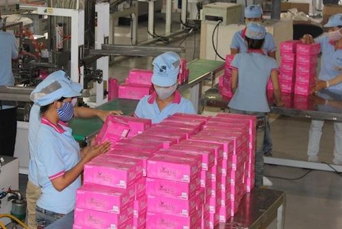 Đóng gói giấy ăn tại Công ty cổ phần Giấy Sài Gòn. Ảnh:SGP