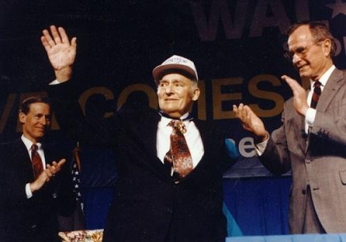 Sam Walton, người sáng lập và phát triển đế chế siêu thị Walmart. Ảnh: Walmart.