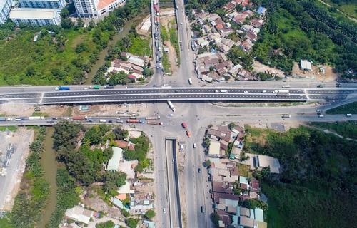 Cầu vượt nút giao Mỹ Thủy góp phần giải quyết bài toán giao thông khu vực Cát Lái