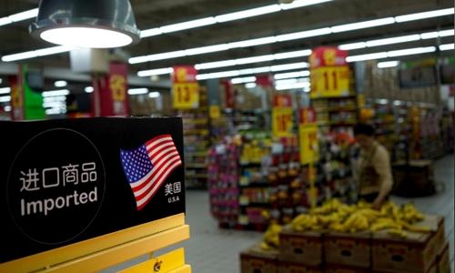 Hàng nhập khẩu của Mỹ tại một siêu thị ở Thượng Hải. Ảnh: Reuters
