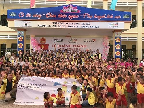 Với phương châm Xây dựng con người. Xây dựng cộng đồng., chúng tôi hiện đã xây được ba trường CapitaLand Hope tại Việt Nam