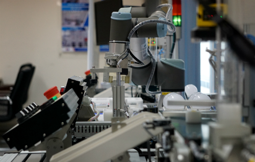 Nhiều chuyên gia cho biết, tự động hóa chỉ là một thành phần trong quá trình hiện đại hóa nhà máy bởi điều quan trọng hơn là việc kết nối tất cả hệ thống để thu thập và phân tích dữ liệu.