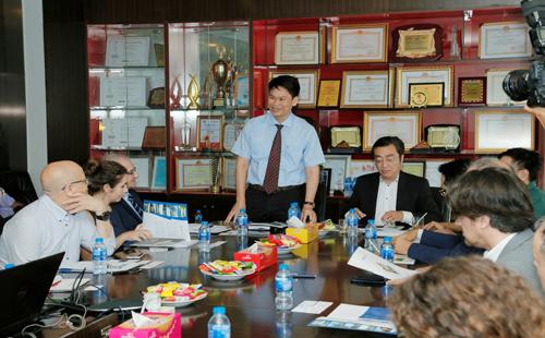 Ông Phạm Trọng Hòa, Phó tổng giám đốc xây dựng của Phát Đạt trong một buổi đón tiếp nhà đầu tư ngoại tiềm năng.