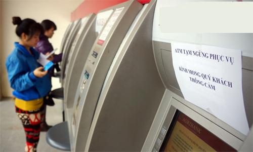 Các ngân hàng lớn tạm thời chưa tăng phí rút tiền ATM nội mạng.