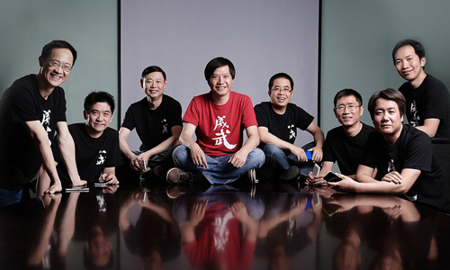 CEO Lei Jun (giữa) cùng các cộng sự tại Xiaomi. Ảnh: Xiaomi