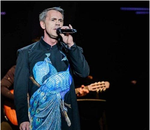 Giám đốc cấp cao Apple mong muốn một ngày không xa sẽ được đứng trên sân khấu Việt Nam hát những ca khúc bằng tiếng Việt.
