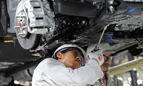 Công nhân trong một nhà máy sản xuất xe hơi tại Thái Lan. Ảnh: AFP