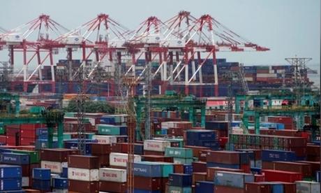 Các container tại một cảng biển ở Thượng Hải. Ảnh: Reuters