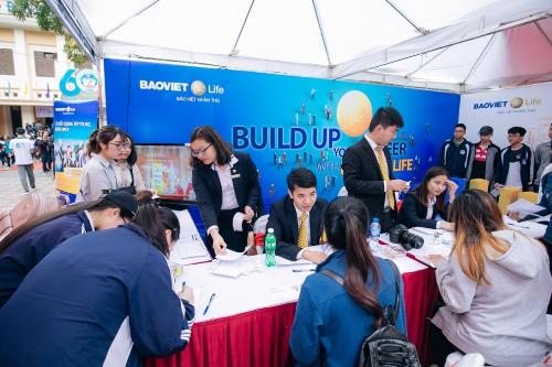 Ngày hội tuyển dụng của Bảo Việt Life tại Đại học Kinh tế Quốc dân.