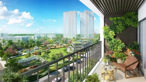 Hai công viên lớn bao bọc lấy dự án.  Ngoài ra, Eco-Green Saigon là dự án hiếm hoi tại TP HCM sở hữu 2 công viên đô thị lớn đó là công viên Hương Tràm (công viên trung tâm Quận 7) rộng 22ha liền kề dự án và công viên Eco-Green nằm ngay lõi trung tâm của dự án rộng 2ha. Không gian sống xanh mát, thân thiện với môi trường, hài hoà với thiên nhiên là những điểm cộng khó có thể phủ nhận với những khách hàng lựa chọn dự án này là nơi an cư.  Tiện ích nội khu đẳng cấp