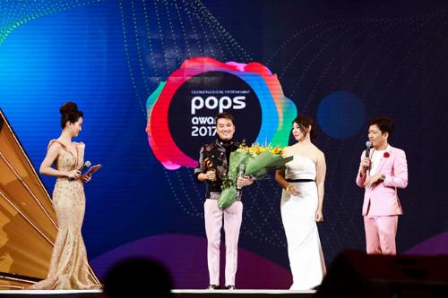POPS Awards là giải thưởng dành cho các sản phẩm giải trí số thường niên với sự quy tụ của hàng loạt ngôi sao làng giải trí Việt.