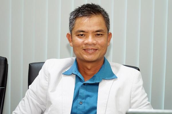 Ông La Quốc Phong, Giám đốc công ty di trú Huấn Nghệ. Ảnh: Tuấn Nhu.