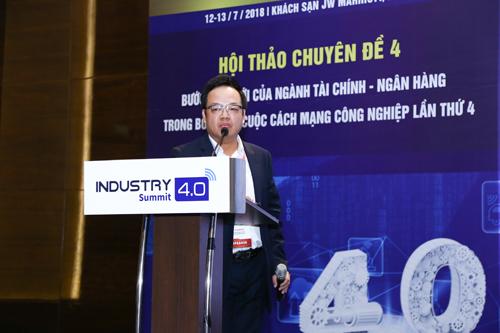 Ông Lê Xuân Vũ - đại diện MB chia sẻ các nội dung về các ứng dụng mới trong ngành tài chính ngân hàng.